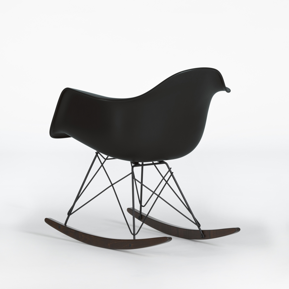 eames rocking armchair rar in schwarz von vitra ueli. Black Bedroom Furniture Sets. Home Design Ideas